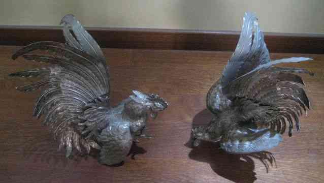 Pareja de gallos decorativos