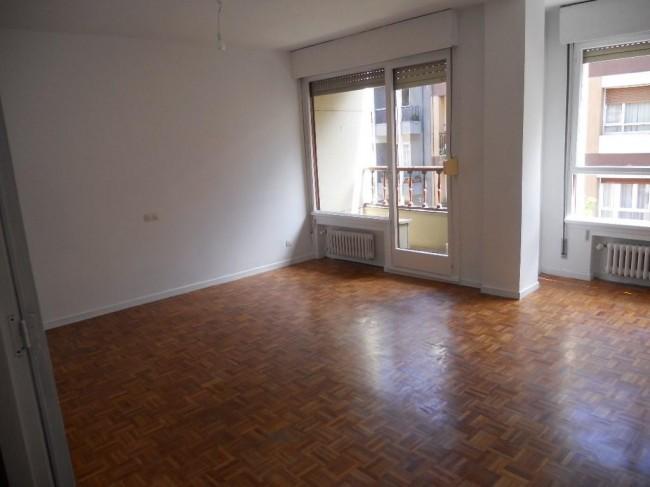 Particular ALQUILA piso en MATEMATICO