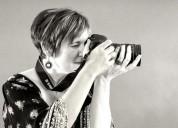 Fotógrafa profesional en bodas .