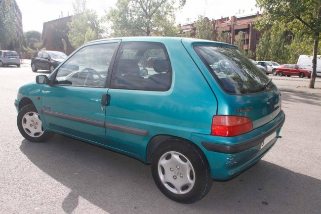 Excelente Peugeot 106 1.1 long beach, Barcelona