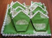 Mantel verde con flores blancas rematado a ganchil