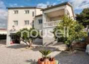 Espectacular chalet en venta de 297 m con 666 m de parcela en calle los cerezos 08729 6 dormitorios