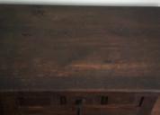 Mesa auxiliar color nogal oscuro