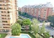 Amplio luminoso piso con terraza zona comunitaria con piscina jardin y jardin infantil en barcelona
